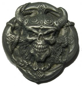 VIKING SKULL IN HORNED HELMET - PIN BADGE